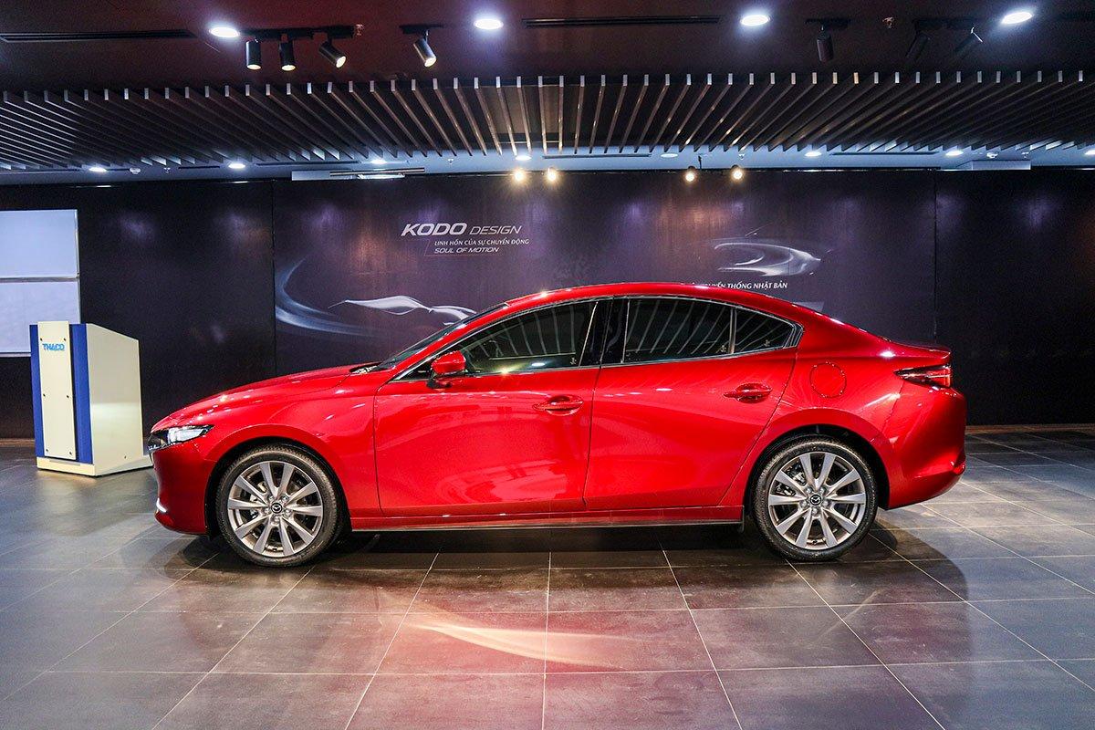 Đánh giá xe Mazda 3 2020 1.5L: Sự tinh giản các đường nét được thể hiện rõ nét ở khu vực thân xe.