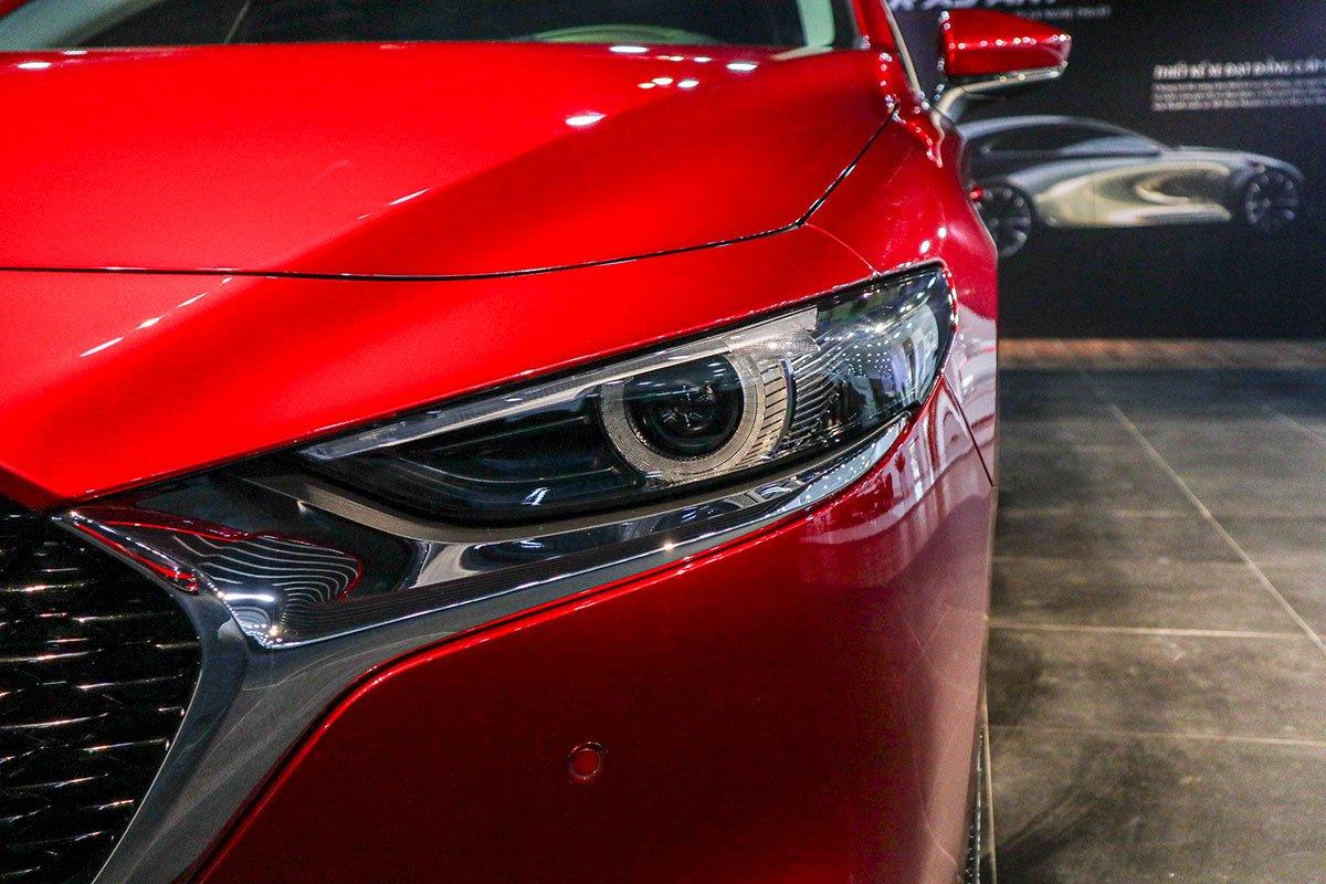 Đánh giá xe Mazda 3 2020 1.5L: Cụm đèn pha Full LED được làm mỏng hơn.