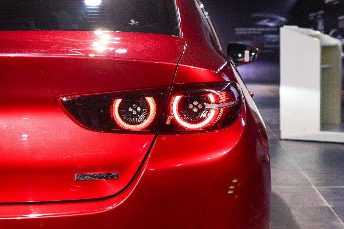 Đánh giá xe Mazda 3 2020 1.5L: Khó có thể chê được thiết kế cụm đèn hậu của mẫu xe này.
