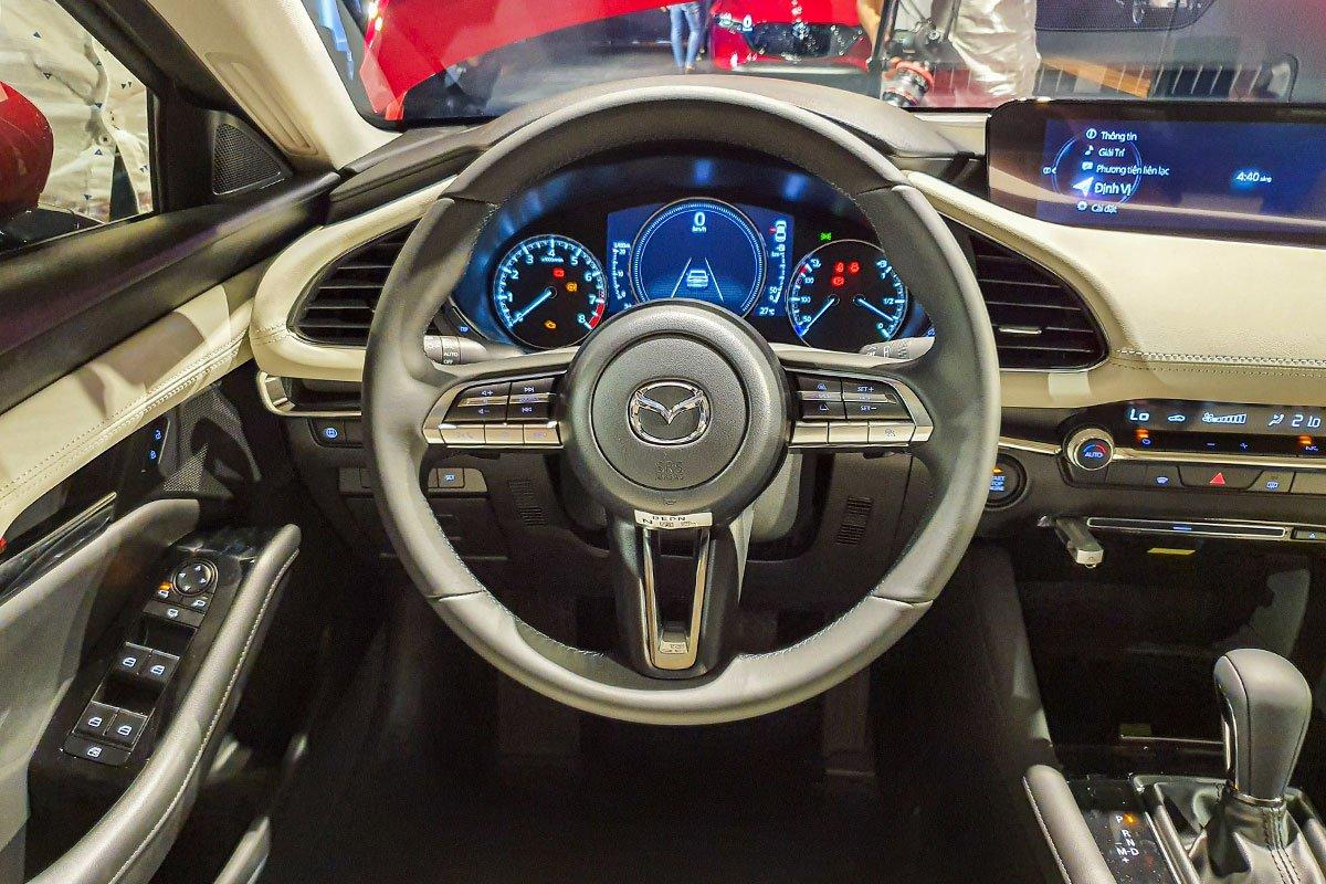 Đánh giá xe Mazda 3 2020 1.5L: Vô-lăng của mẫu xe này khá giống với thiết kế của dòng BMW M-Performance.