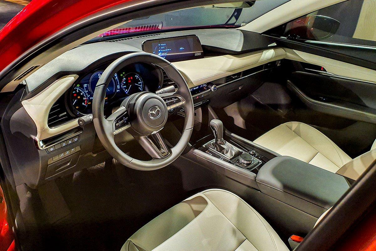 Đánh giá xe Mazda 3 2020 1.5L: Nội thất được thiết kế theo hướng sang trọng và cao cấp hơn.