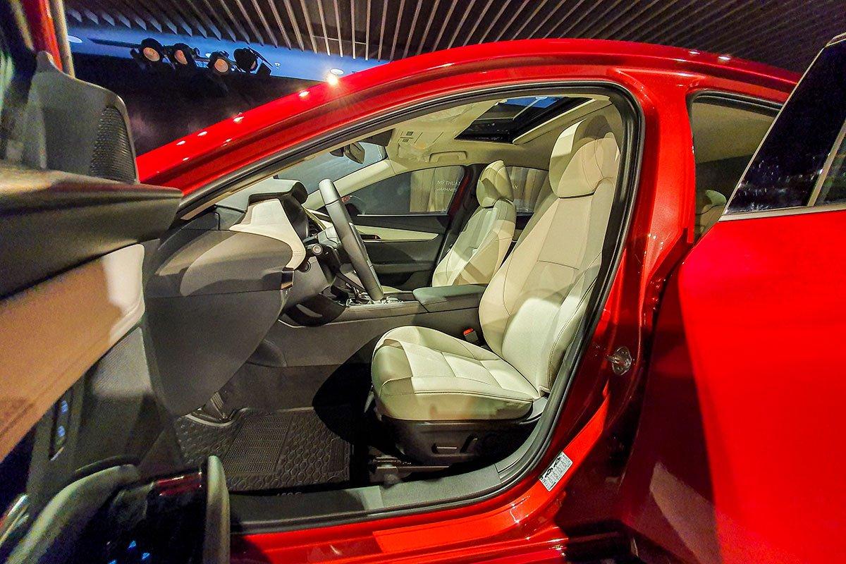 Đánh giá xe Mazda 3 2020 1.5L: Tính năng ghế ngồi chỉnh điện chỉ dành riêng cho người lái.