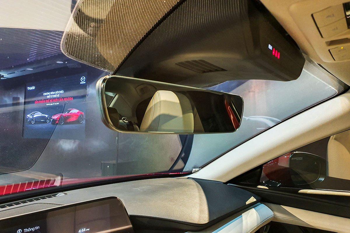 Đánh giá xe Mazda 3 2020 1.5L: Gương chống chói điện tử có thiết kế cao cấp hơn.