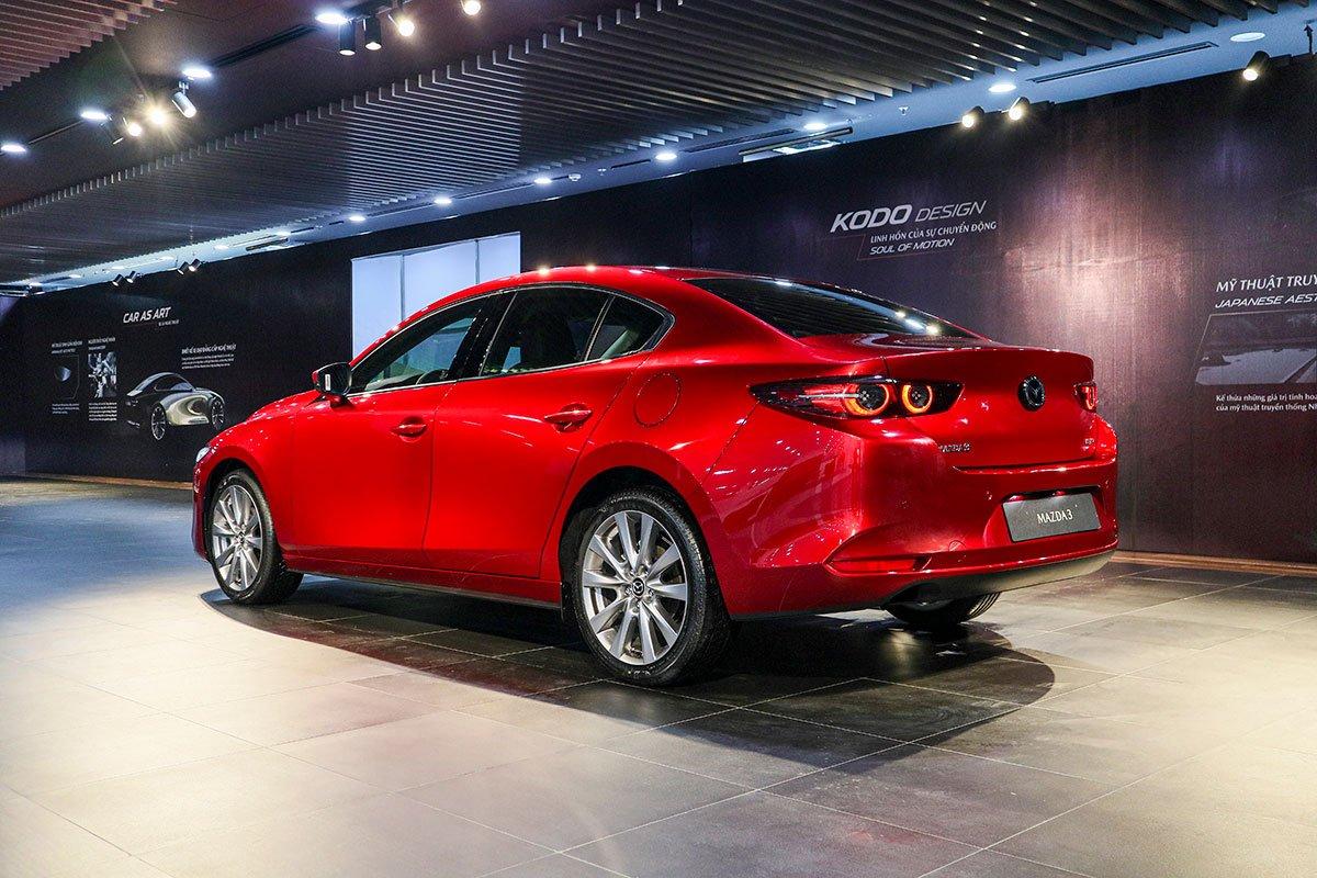 Đánh giá xe Mazda 3 2020 1.5L: Đuôi xe nổi bật với cụm đèn hậu LED hoàn toàn mới.