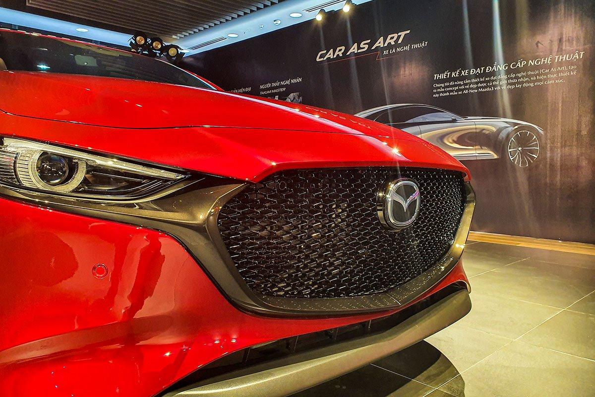 Đánh giá xe Mazda 3 Sport 2020 2.0L Premium: Lưới tản nhiệt trông ngầu hơn.