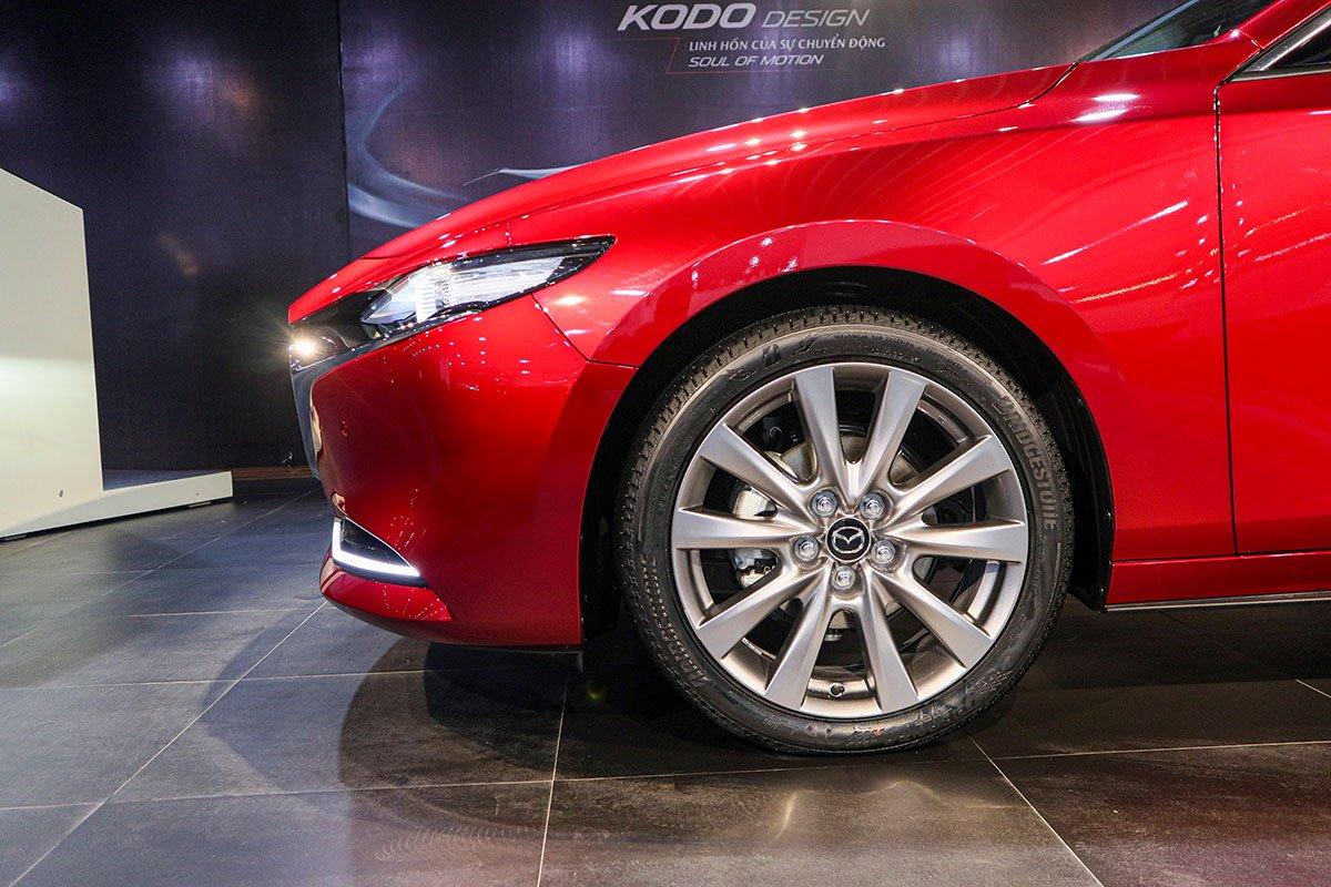 Đánh giá xe Mazda 3 2020 1.5L: La-zăng của Mazda 3 2020 biến thể Sedan sẽ chỉ có một kích cỡ 16 inch.