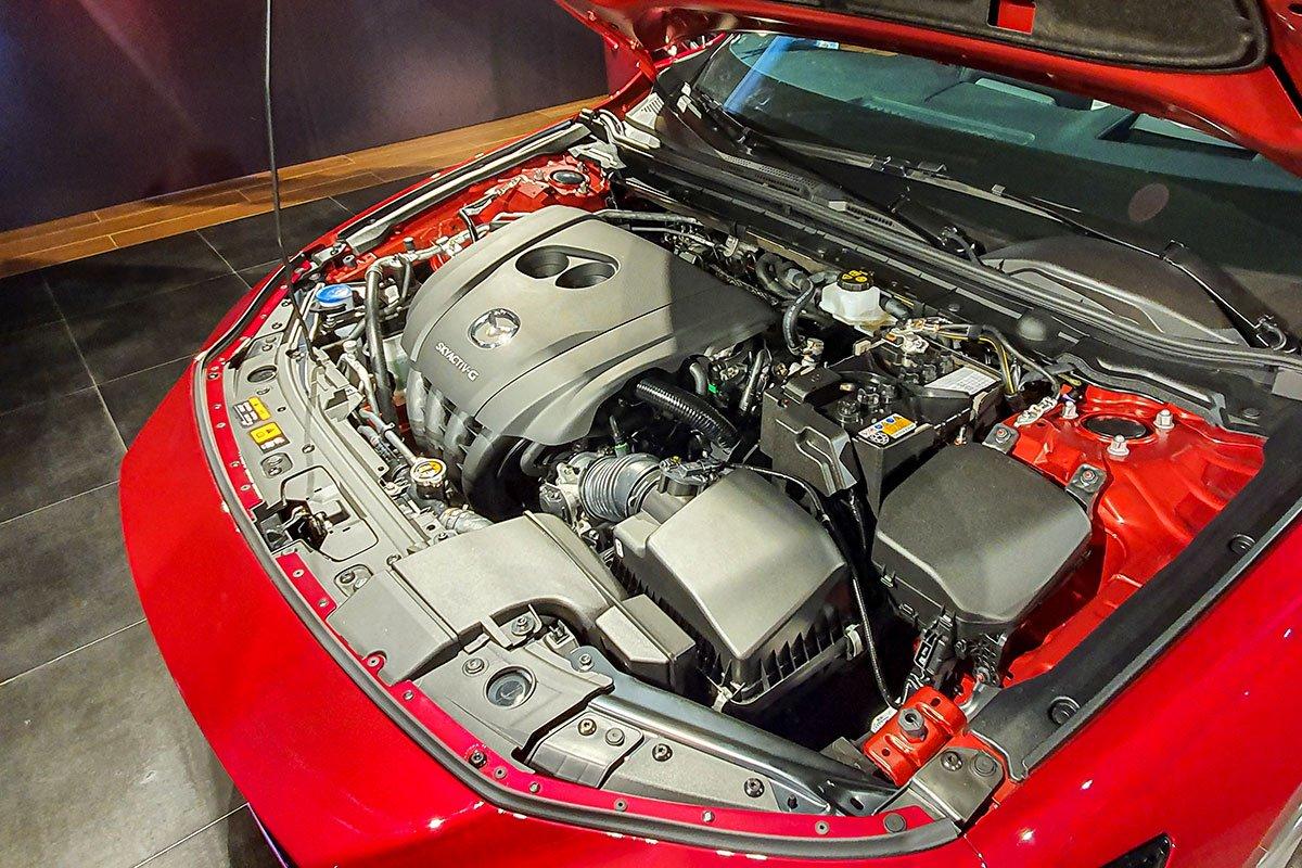 Đánh giá xe Mazda 3 2020 1.5L: Động cơ Skyactiv-G 1.5L đã được tinh chỉnh lại để phản ứng nhanh lẹ hơn.