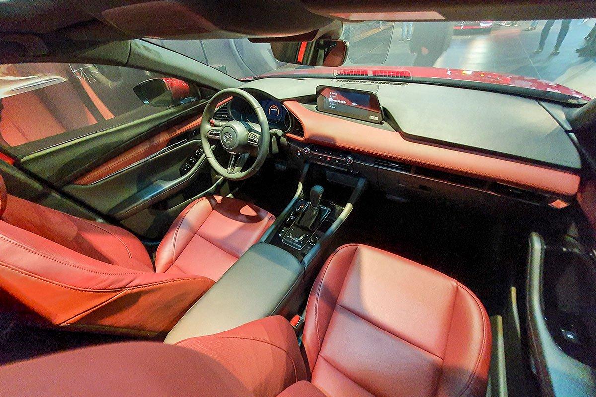 Đánh giá xe Mazda 3 Sport 2020 2.0L Premium: Khoang lái 1.