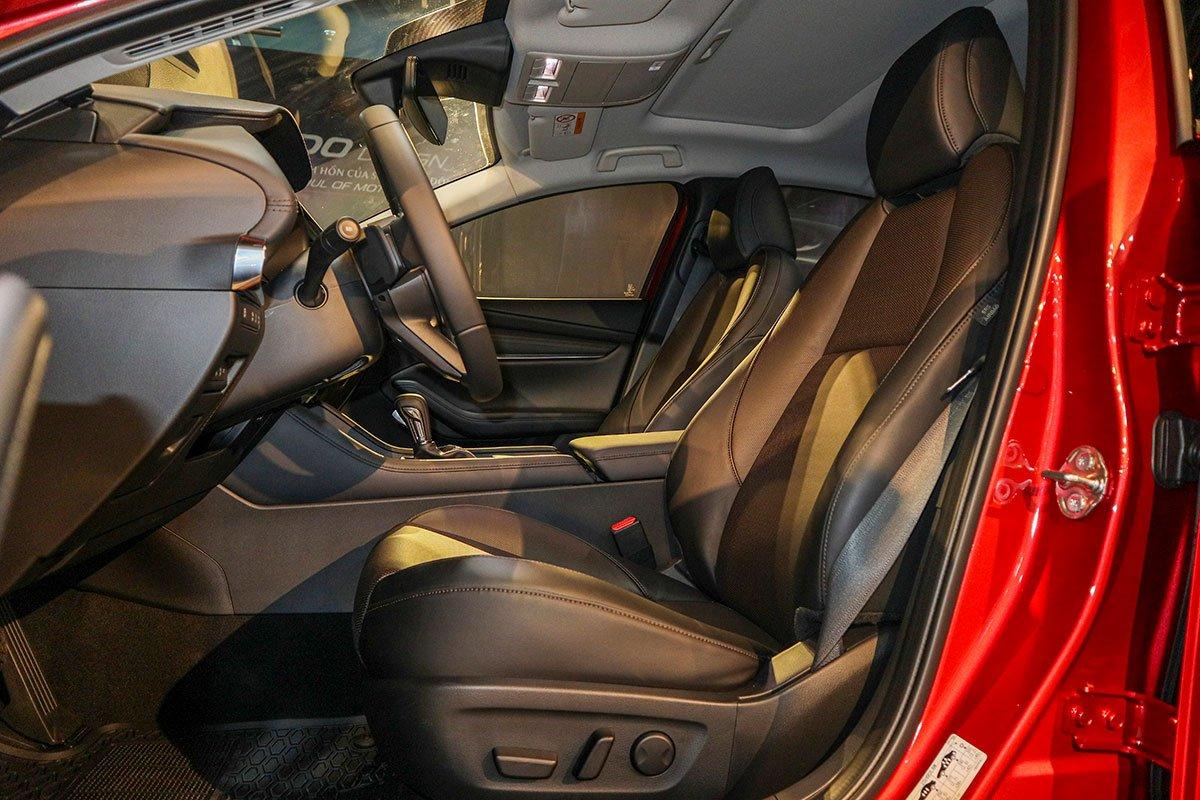 Đánh giá xe Mazda 3 Sport 2020 2.0L Premium: Ghế ngồi thiết kế rất thể thao.
