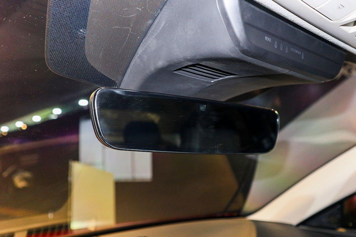 Đánh giá xe Mazda 3 Sport 2020 2.0L Premium: Gương chống chói tự động.