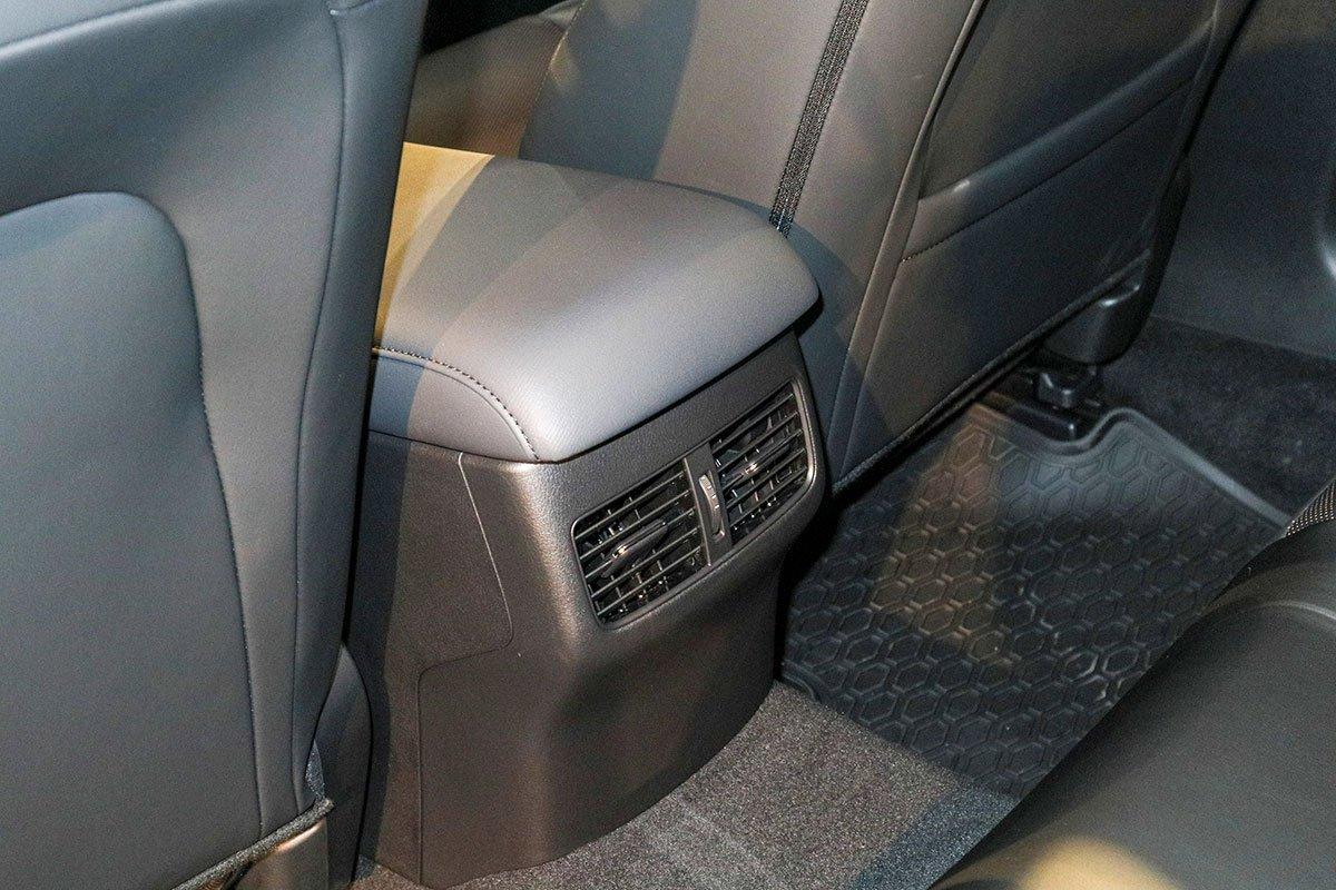 Đánh giá xe Mazda 3 Sport 2020 2.0L Premium: Cửa gió cho hàng ghế sau.