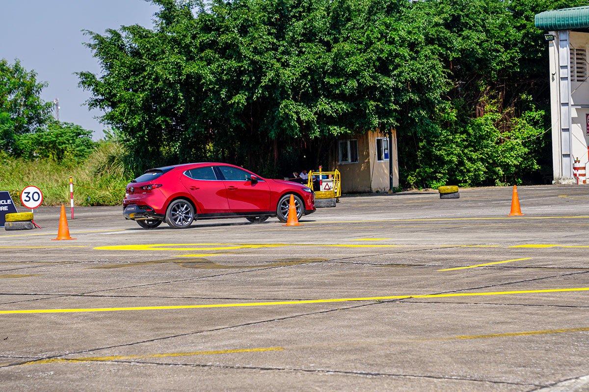 Đánh giá xe Mazda 3 Sport 2020 2.0L Premium: Cách âm được cải thiện rõ rệt.