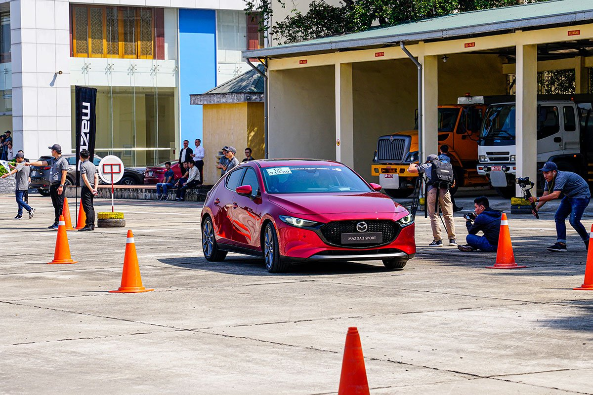 Đánh giá xe Mazda 3 Sport 2020 2.0L Premium: Động cơ tinh chỉnh lại để cung cấp độ phản hồi nhanh nhạy ở dải tốc độ thấp.