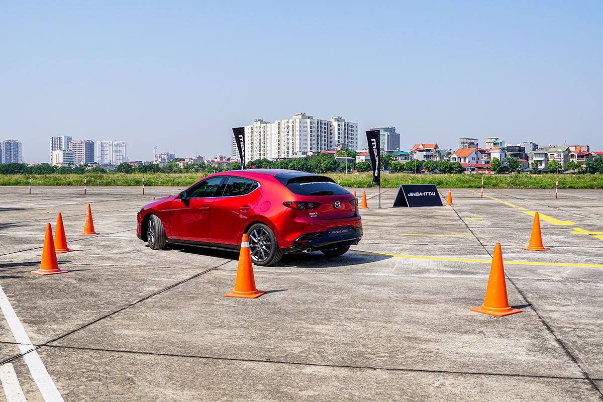 Đánh giá xe Mazda 3 Sport 2020 2.0L Premium: Cảm giác lái ở tốc độ thấp tốt và linh hoạt hơn.