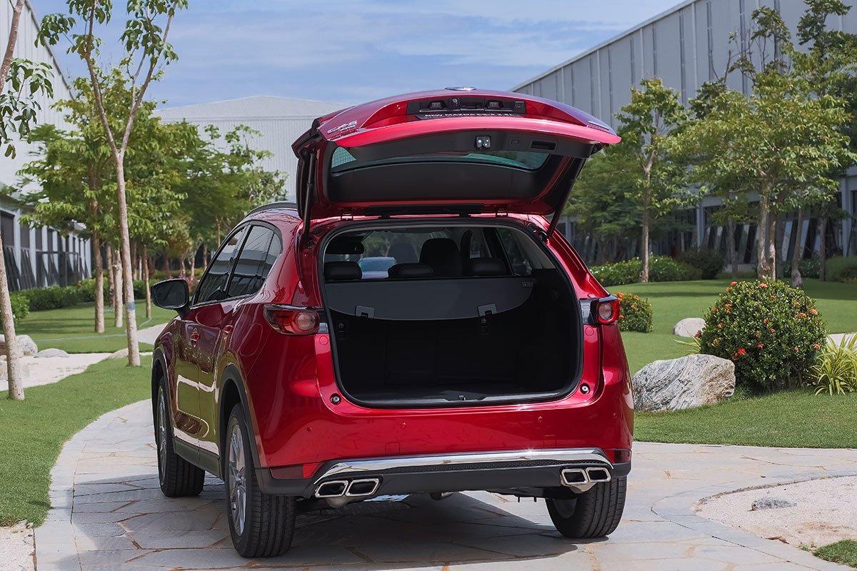 Đánh giá xe Mazda CX-5 2019: Khoang hành lý có dung tích 505 lít.