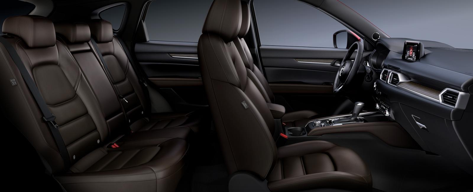Đánh giá xe Mazda CX-5 2019: Nội thất bọc da nâu đã không có mặt trên phiên bản mới.
