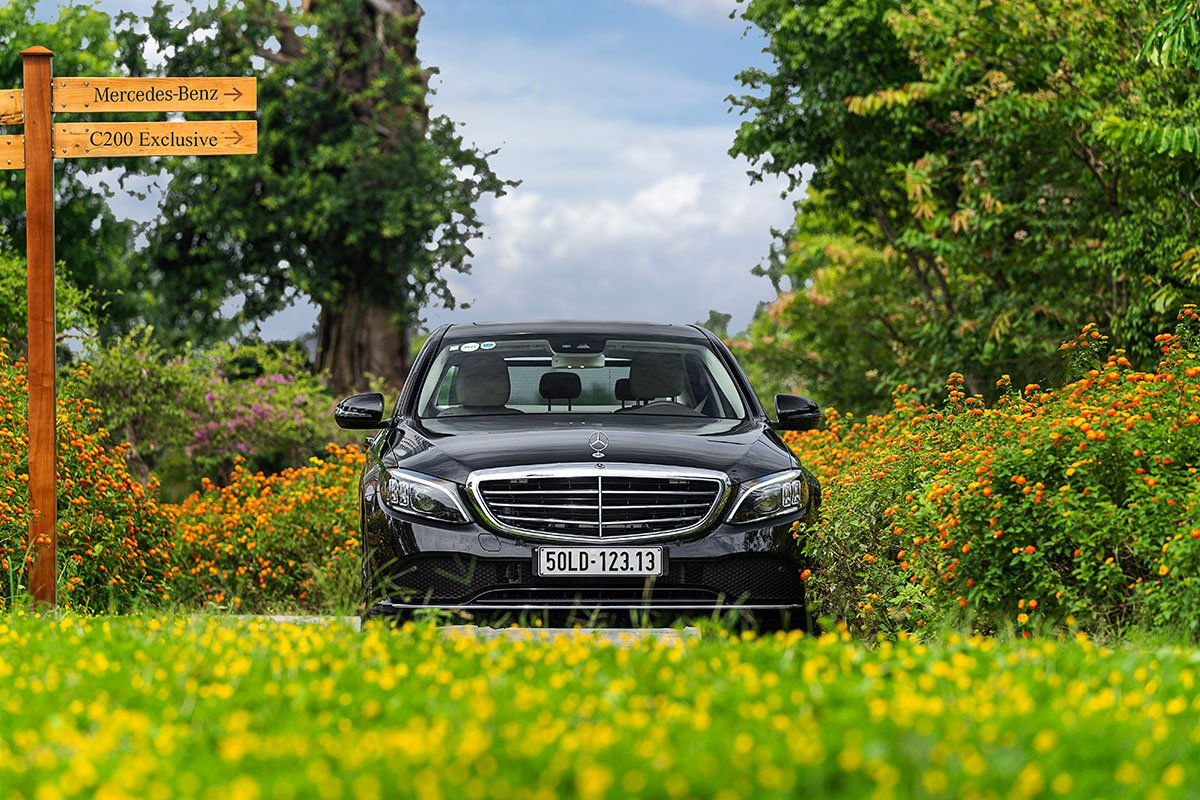 Đánh giá xe Mercedes-Benz C200 Exclusive 2019: thiết kế đầu xe.