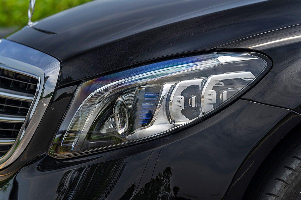 Đánh giá xe Mercedes-Benz C200 Exclusive 2019: Cụm đèn pha.