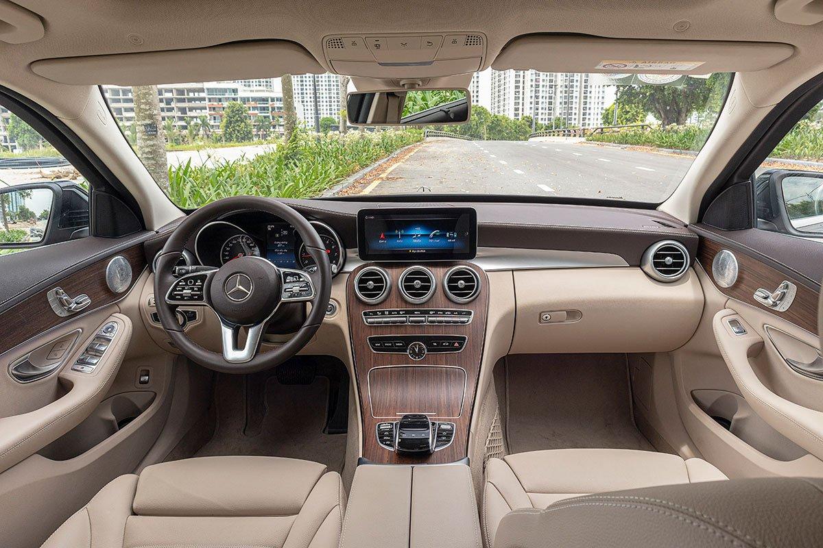 Đánh giá xe Mercedes-Benz C200 Exclusive 2019: Khoang nội thất.