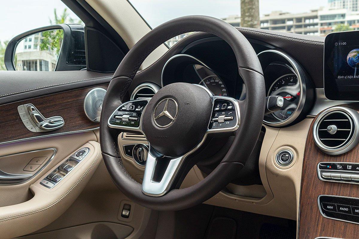 Đánh giá xe Mercedes-Benz C200 Exclusive 2019: Vô-lăng lấy cảm hứng từ mẫu S-Class.