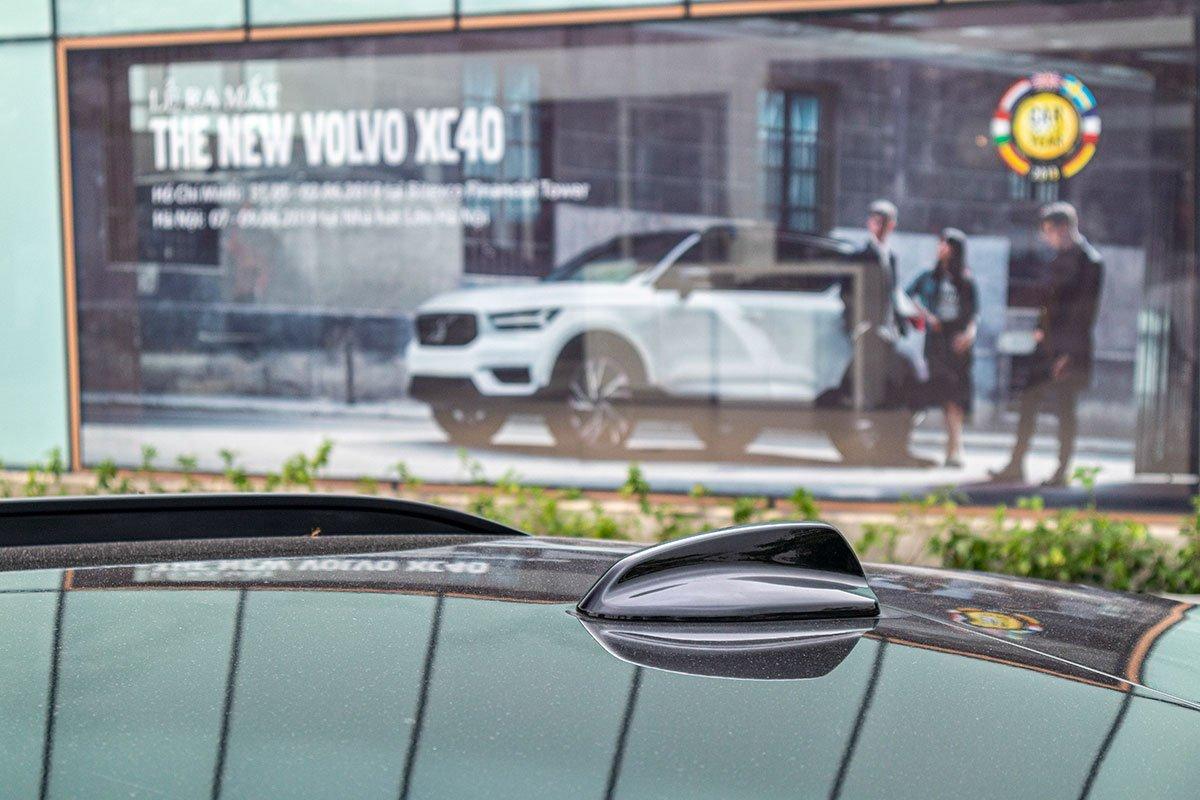 Ăng ten dạng vây cá mập trên Volvo XC40 2019.