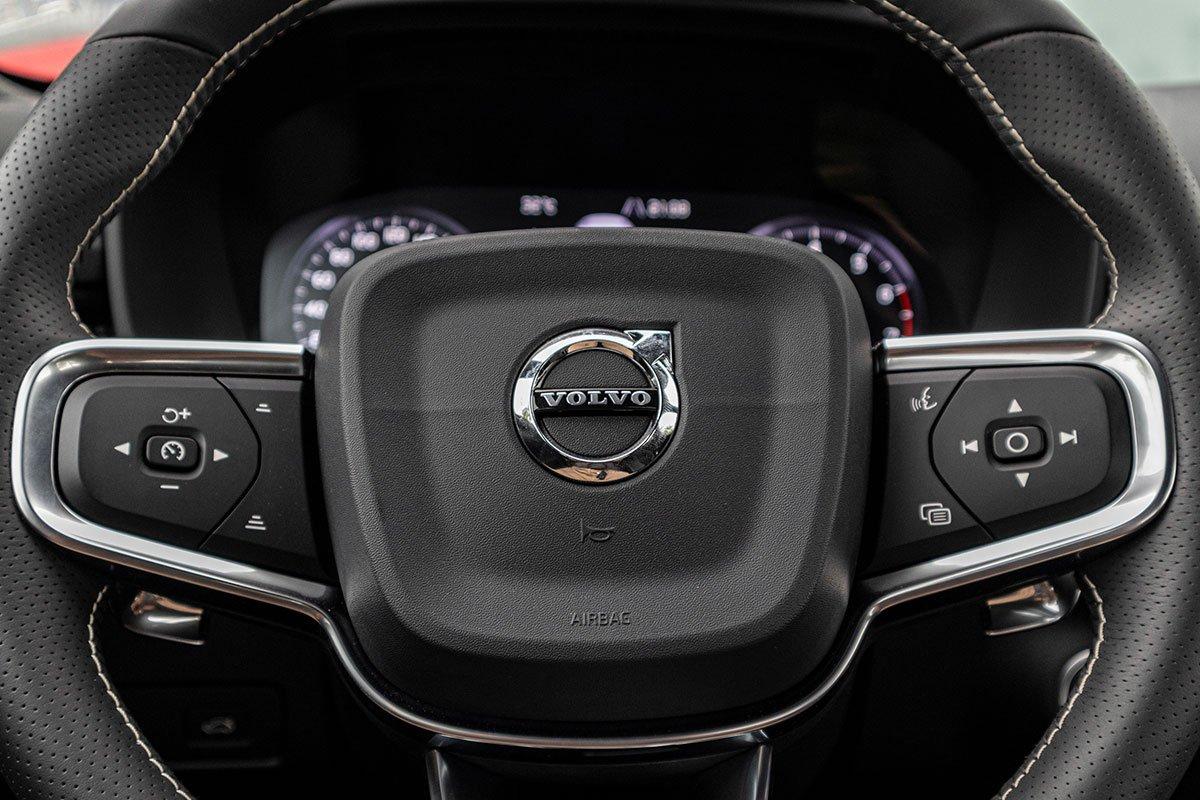 Vô-lăng Volvo XC40 2019 bị lược bướt các chi tiết cao cấp.