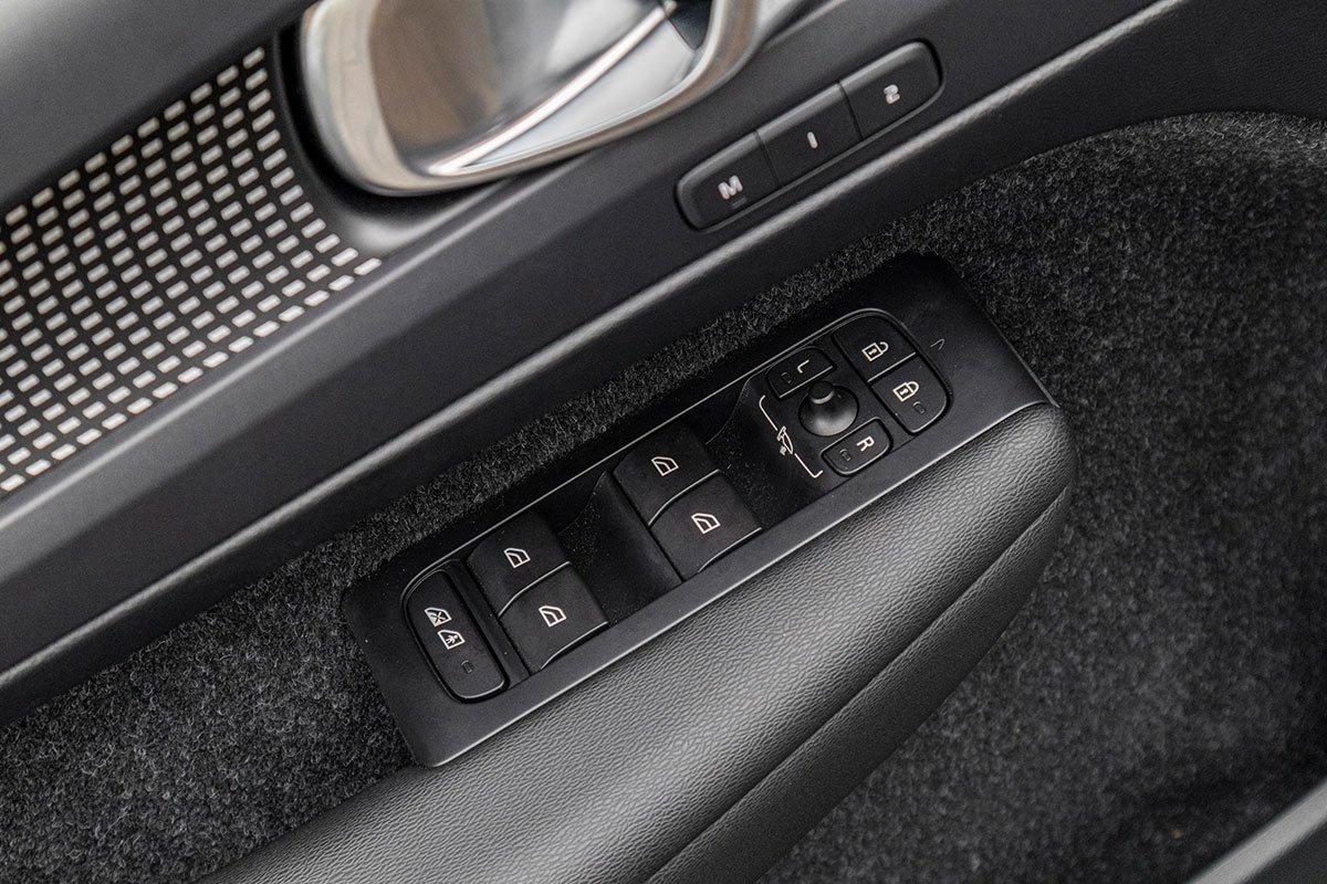 Cửa kính tự động lên xuống ở 4 vị trí trên Volvo XC40 2019.