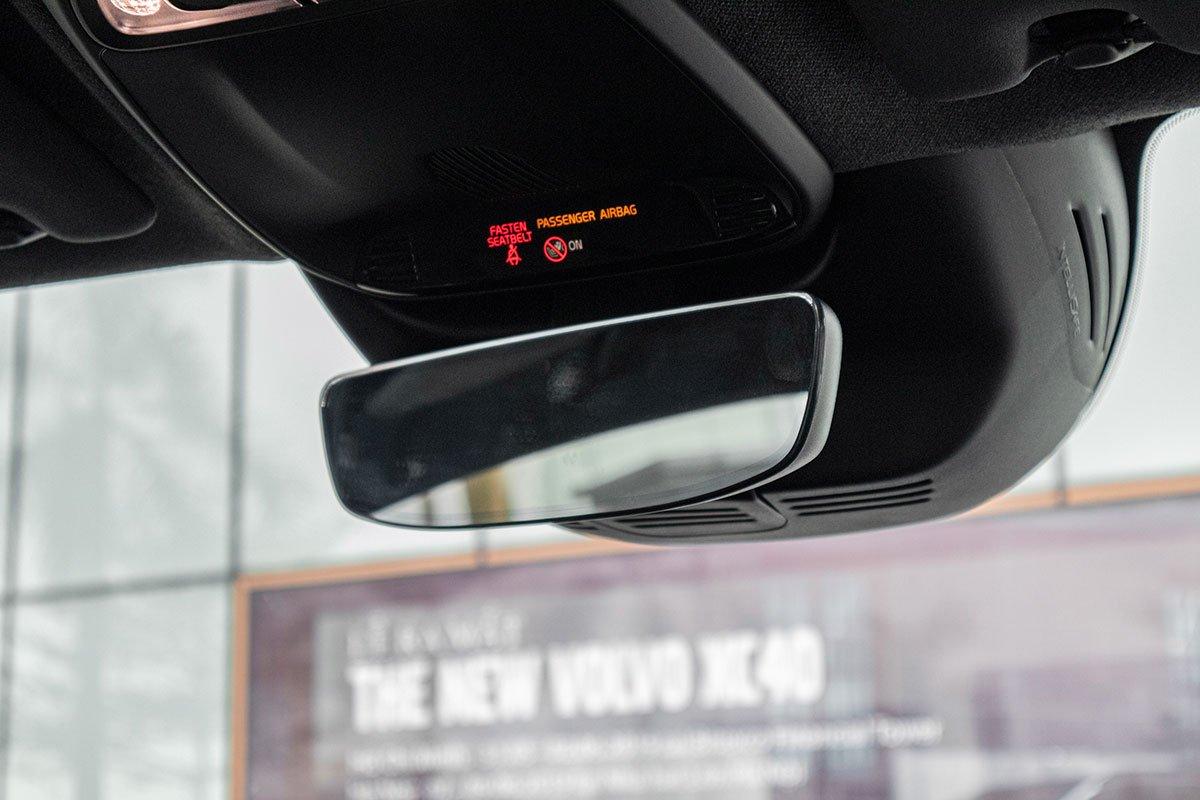 Gương chống chói trên Volvo XC40 2019.