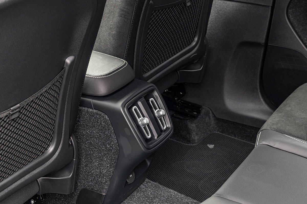 Cửa gió hàng ghế sau Volvo XC40 2019.
