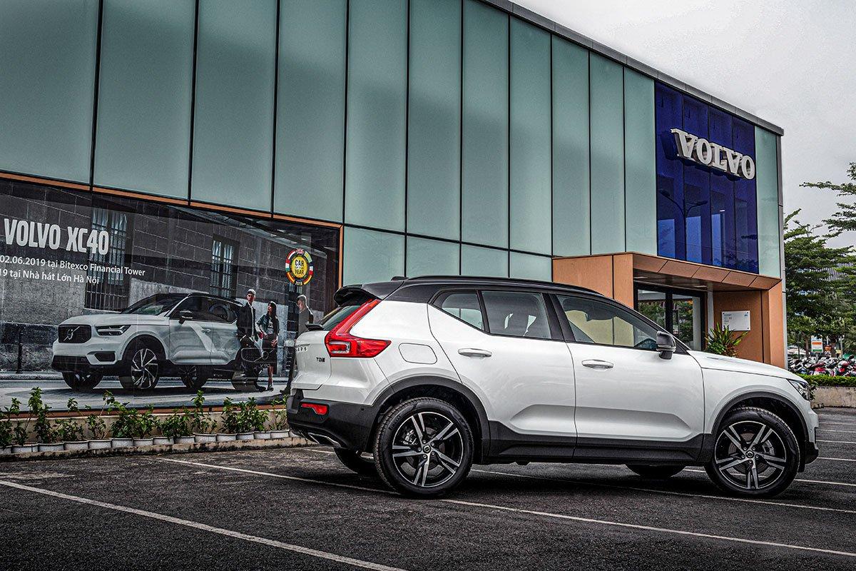 Volvo XC40 2019 được bán với giá 1,750 tỷ đồng.