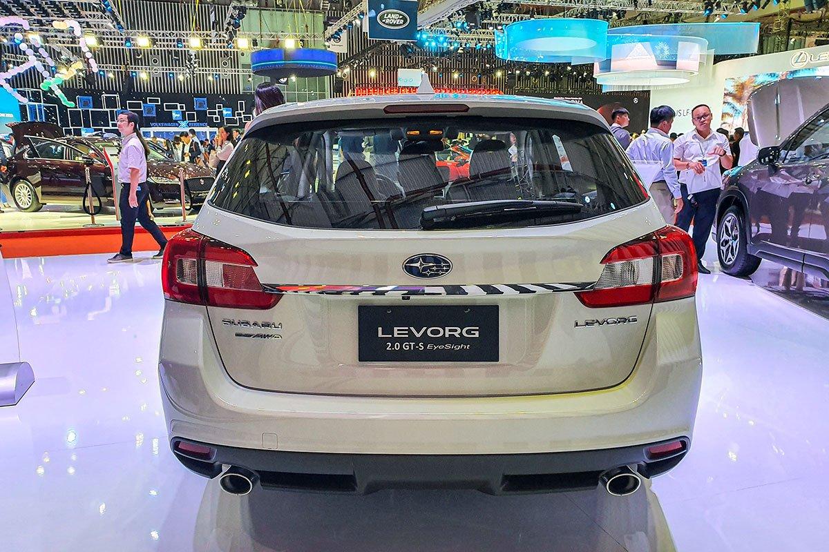 Phần đuôi xe Subaru Levorg 2020.