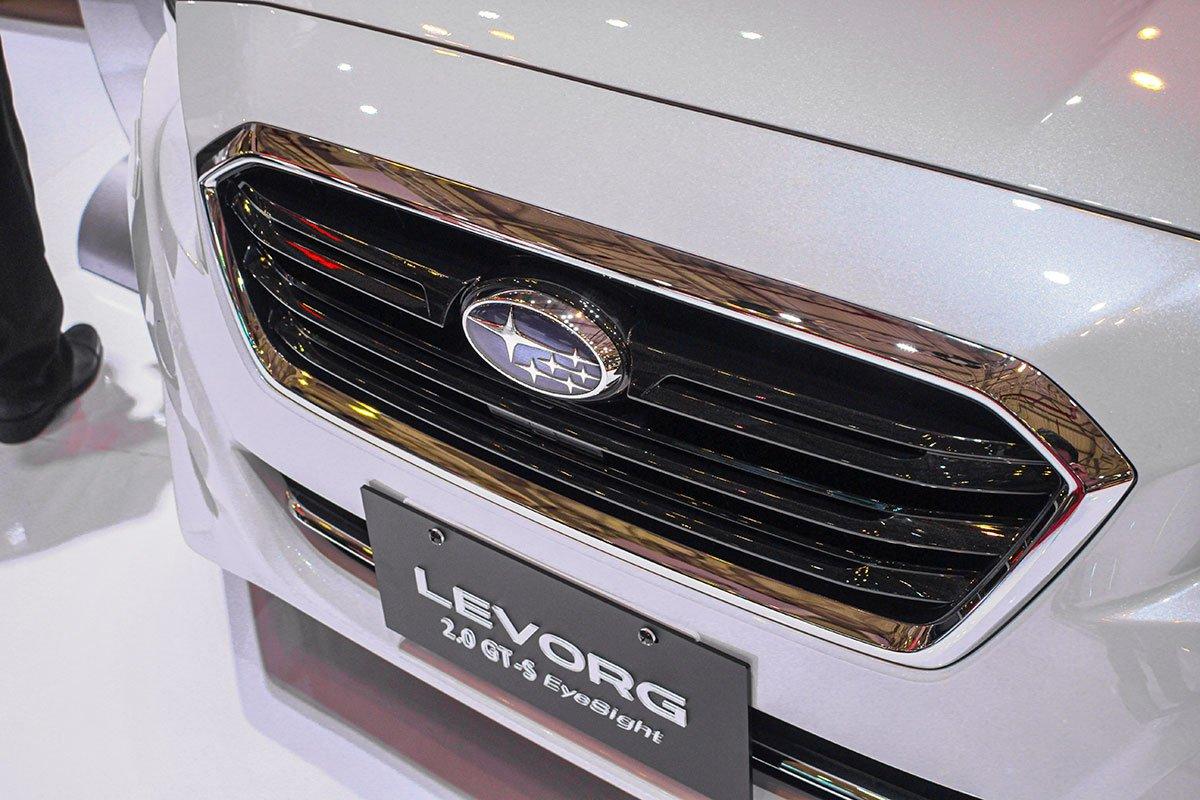 Subaru Levorg 2020 trang bị đèn pha LED tự động điều chỉnh độ cao chùm sáng xa gần tích hợp đèn chiếu sáng ban ngày.