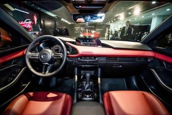 Nội thất xe Mazda 3 2020