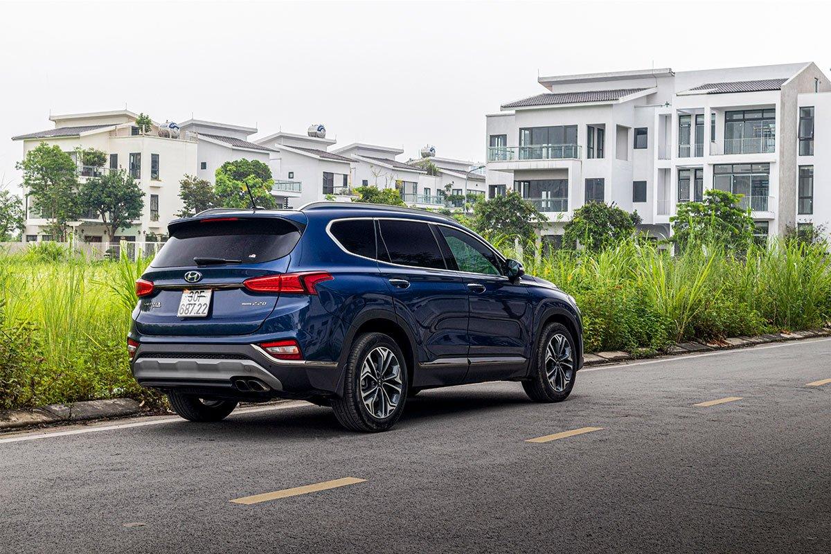 Đánh giá xe Hyundai Santa Fe 2019: Đuôi xe nổi bật cụm đèn hậu