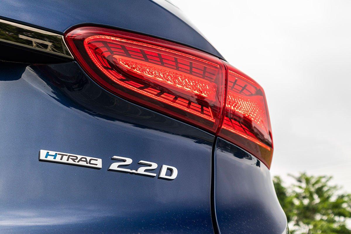 Đánh giá xe Hyundai Santa Fe 2019: Hệ thống dẫn động 4 bánh thừa hưởng từ thương hiệu hạng sang Genesis.