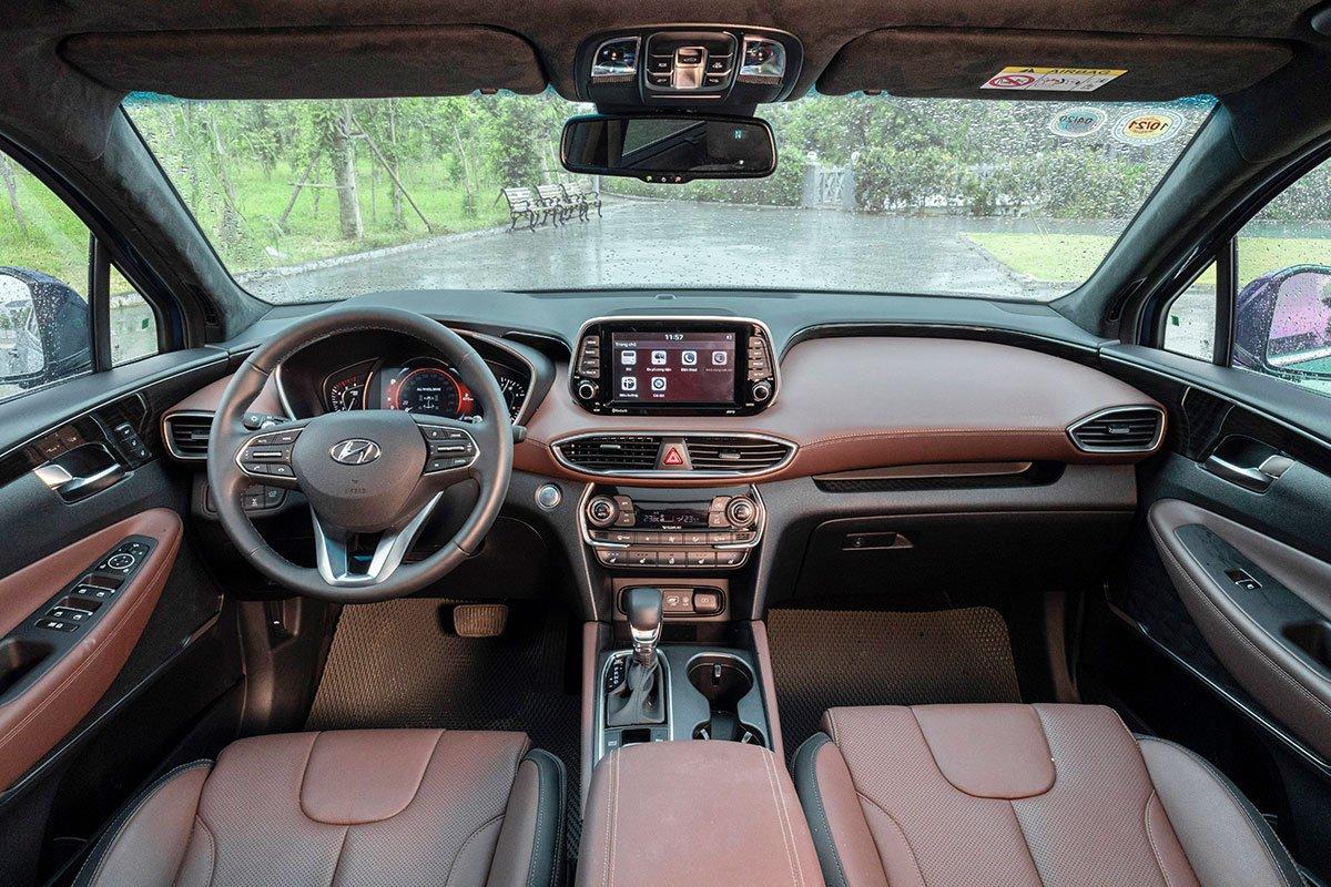 Đánh giá xe Hyundai Santa Fe 2019: Bảng táp-lô nhiều mặt cắt.