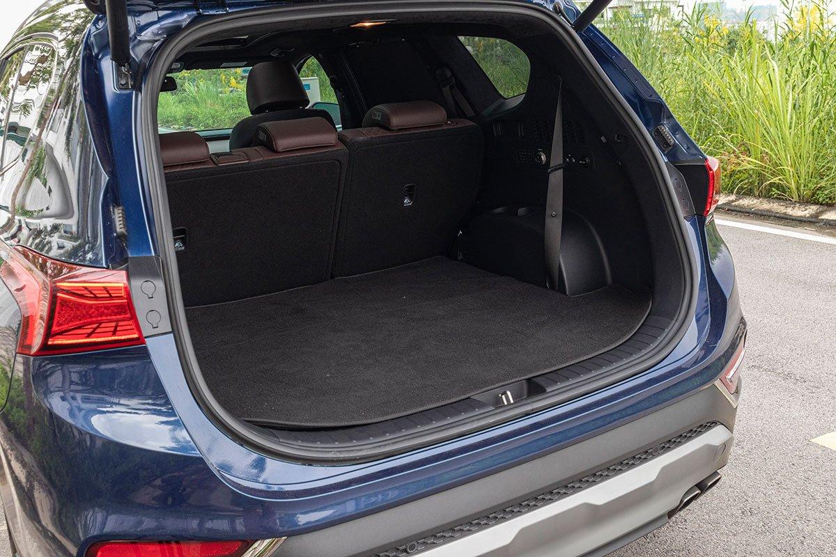 Đánh giá xe Hyundai Santa Fe 2019: Khoang hành lý khá bé khi dựng 3 hàng ghế