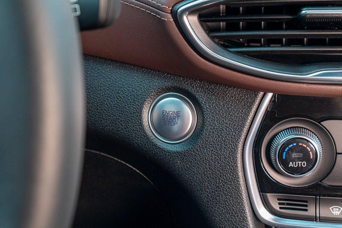 Đánh giá xe Hyundai Santa Fe 2019: Nút bấm khởi động.