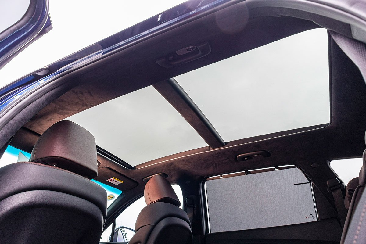 Đánh giá xe Hyundai Santa Fe 2019: Cửa sổ trời toàn cảnh.
