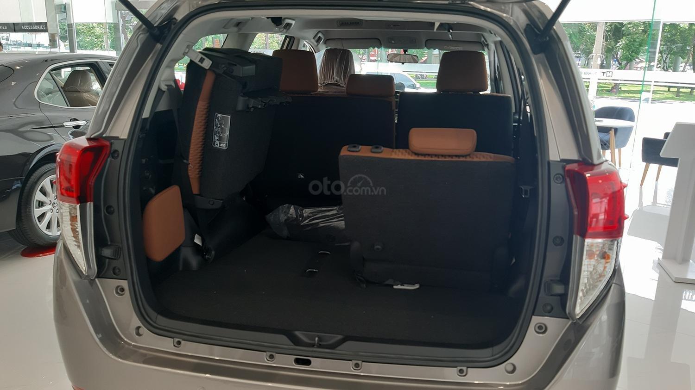 Hiroshima Tân Cảng - Cần bán xe Toyota Innova 2.0V sản xuất năm 2019, màu nâu (7)