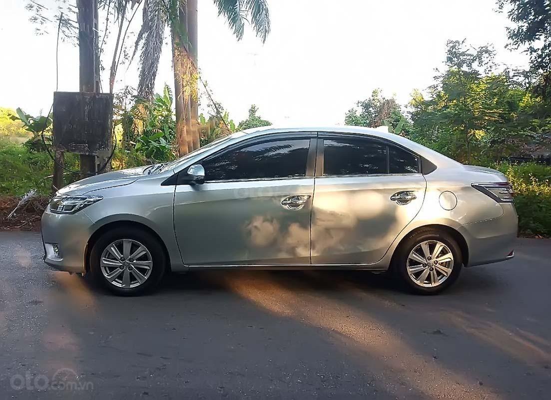 Cần bán xe Toyota Vios đời 2015, màu bạc, giá 420tr (1)