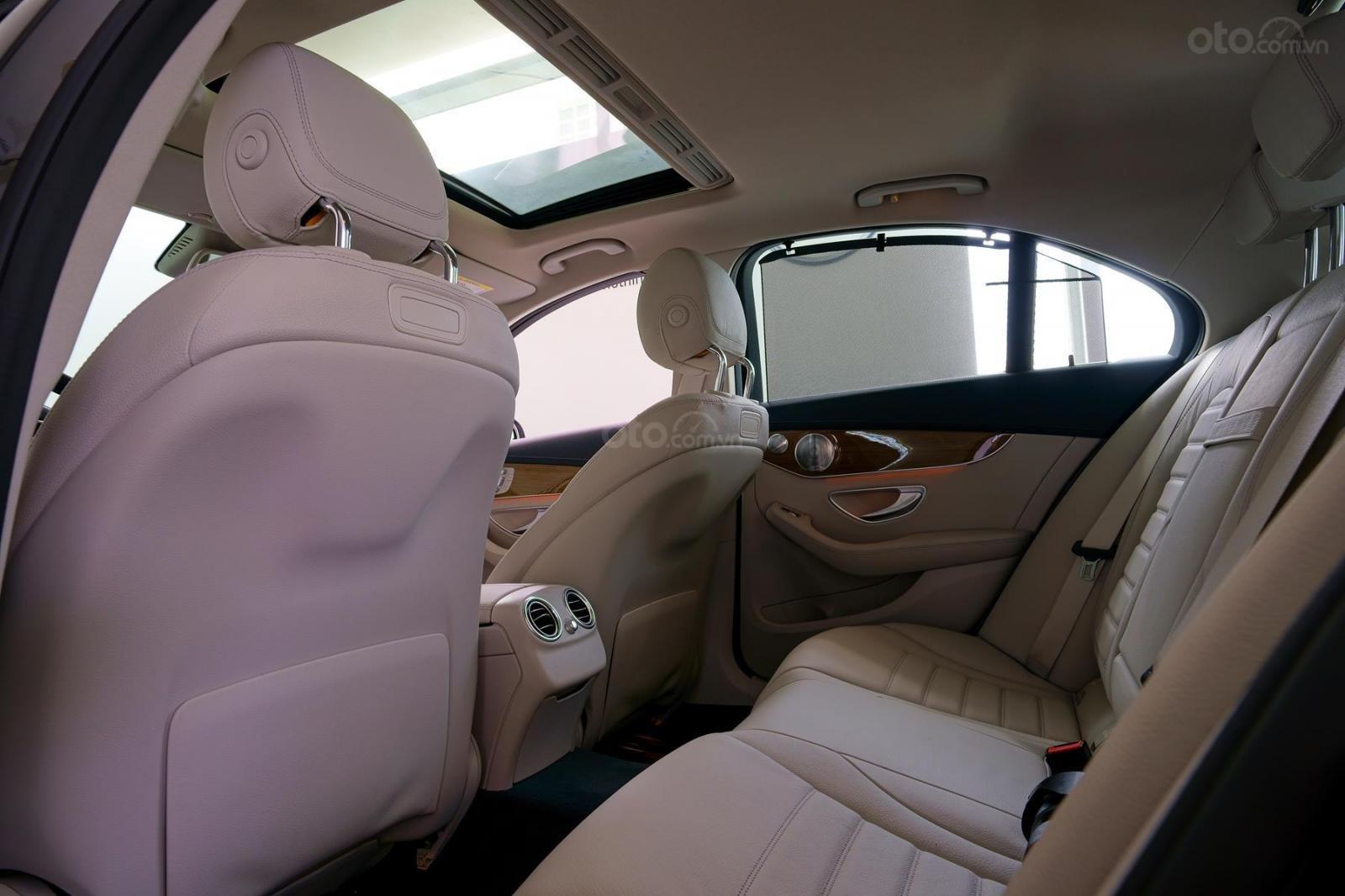 Mercedes Phú Mỹ Hưng cần bán C250 Exclusive 2019 lướt 30km, 1,619 triệu, mới 100% (7)