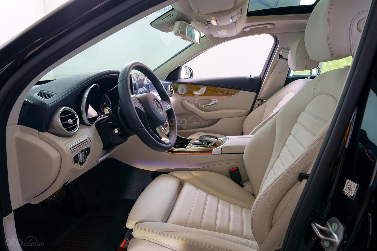 Mercedes Phú Mỹ Hưng cần bán C250 Exclusive 2019 lướt 30km, 1,619 triệu, mới 100% (9)