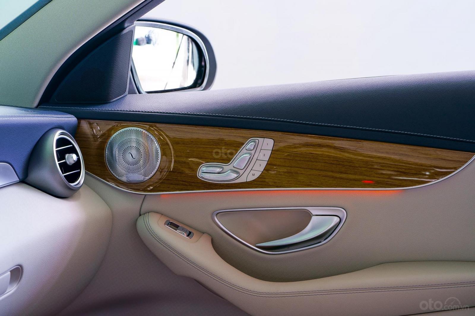 Mercedes Phú Mỹ Hưng cần bán C250 Exclusive 2019 lướt 30km, 1,619 triệu, mới 100% (10)