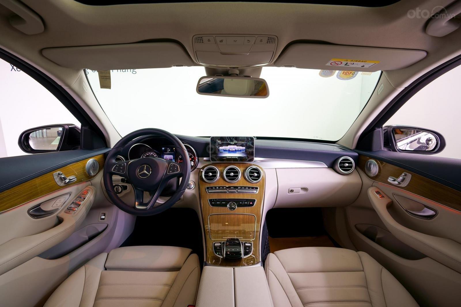 Mercedes Phú Mỹ Hưng cần bán C250 Exclusive 2019 lướt 30km, 1,619 triệu, mới 100% (13)