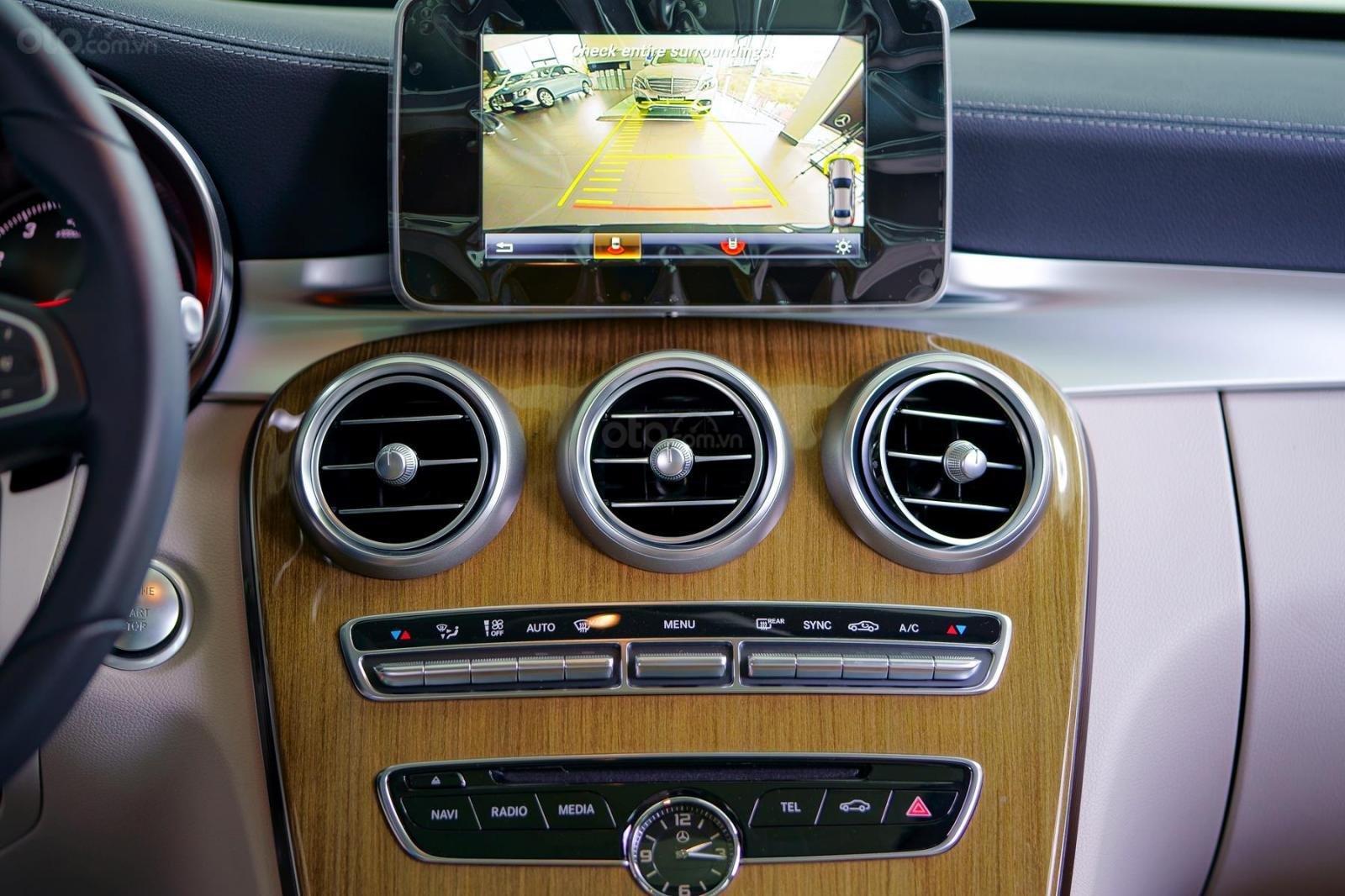 Mercedes Phú Mỹ Hưng cần bán C250 Exclusive 2019 lướt 30km, 1,619 triệu, mới 100% (12)