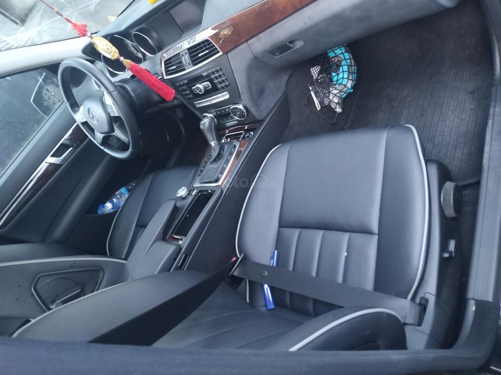 Ngân hàng bán đấu giá xe Mercesdes Benz 2011 (2)