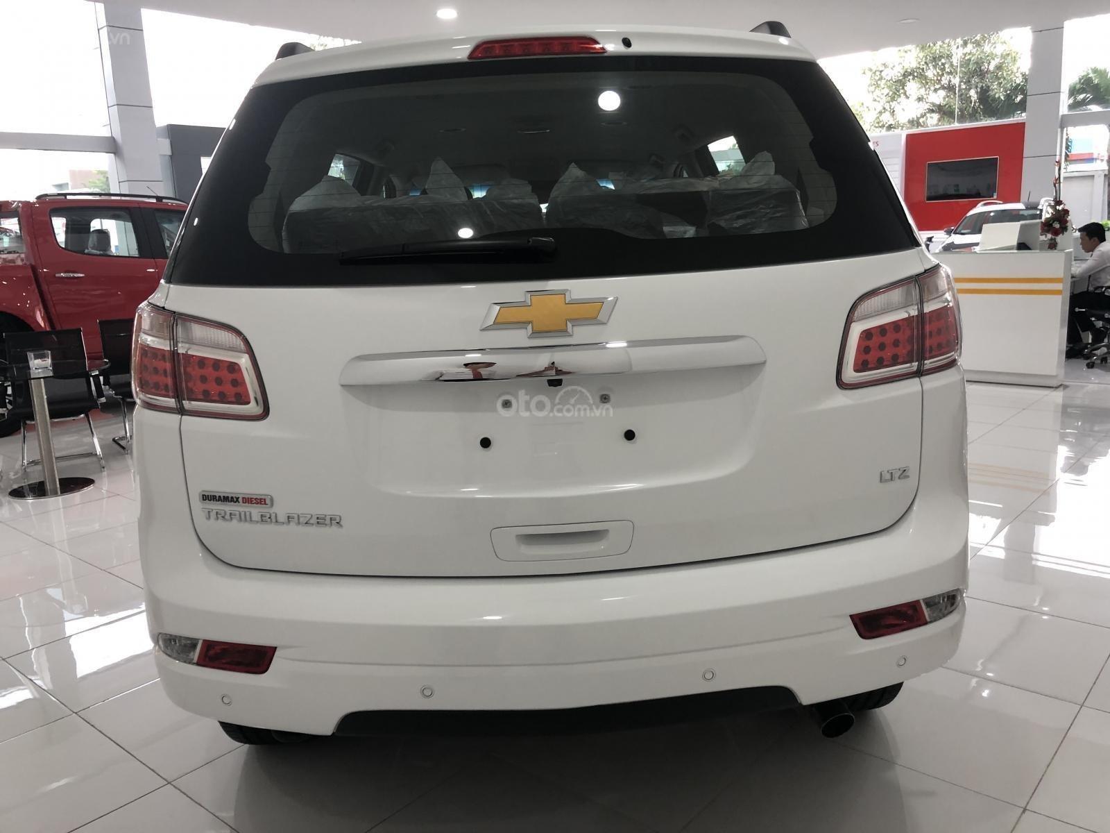 Hỗ trợ vay ngân hàng lãi suất thấp khi mua xe Chevrolet Trailblazer năm 2019, màu trắng, nhập khẩu (6)