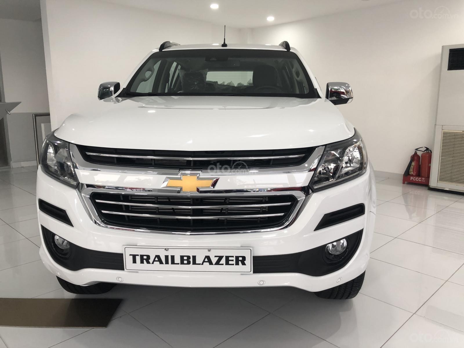 Hỗ trợ vay ngân hàng lãi suất thấp khi mua xe Chevrolet Trailblazer năm 2019, màu trắng, nhập khẩu (1)