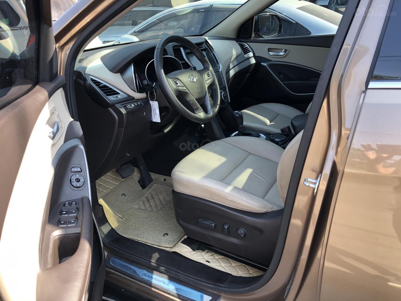 Bán Hyundai Santa Fe 2.2 4WD năm sản xuất 2016, màu nâu, trả góp (2)